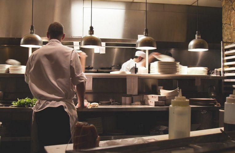 Sprzęt gastronomiczny i jego prawidłowa eksploatacja.