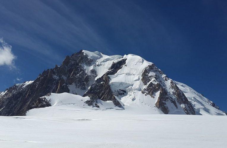 Wyprawa na trekking w Alpach.